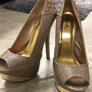 Qupid Shiny golden heels
